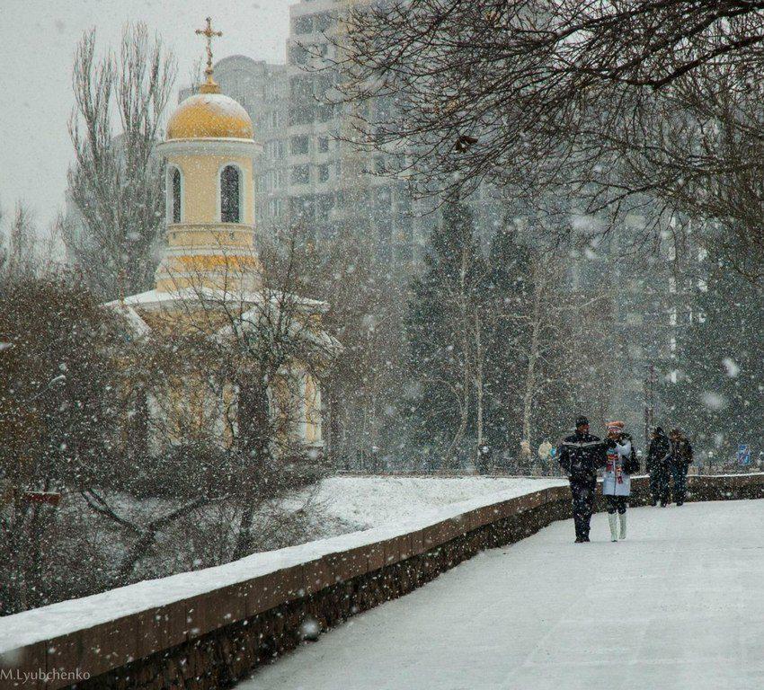 Часовня во время снегопада