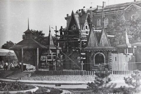 Деревянные домики в городке «Сказка» (1)