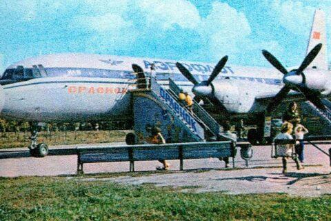 Детский кинотеатр «Орлёнок» в самолете ИЛ-18 возле рынка «Колос»
