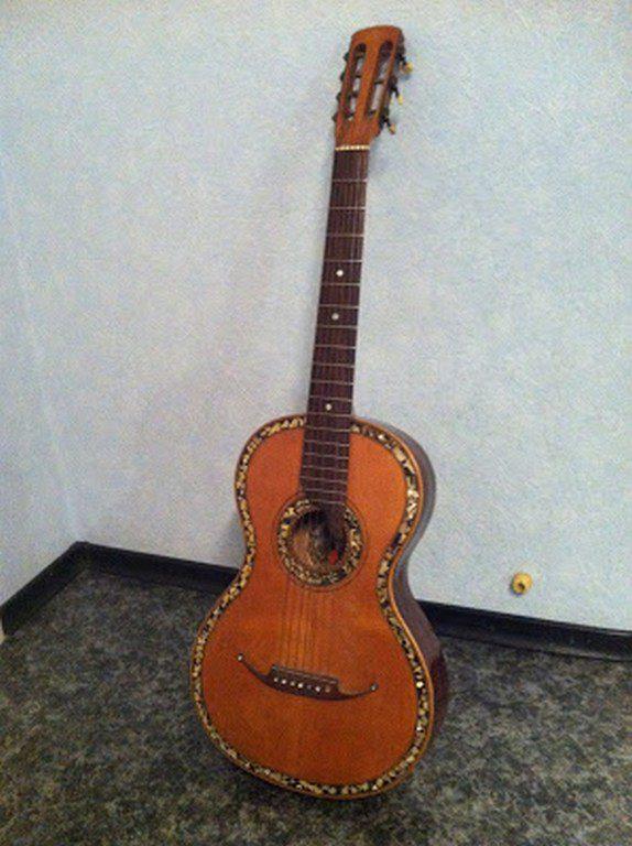 Дореволюционная гитара, сделанная в Николаеве (1)