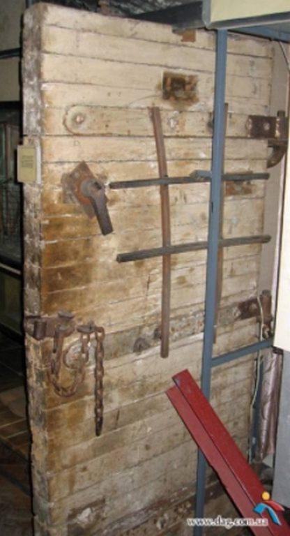 Двери камеры из концлагеря «Шталаг-364»