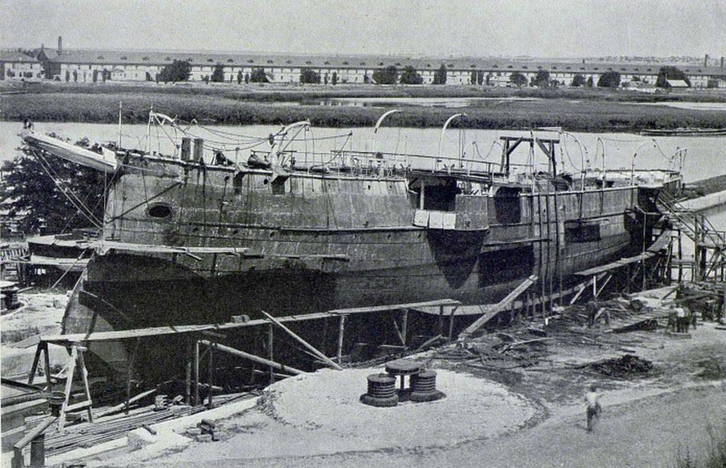 Канонерская лодка «Донец» в Адмиралтействе