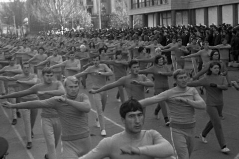 Колонны спортсменов института имени Белинского