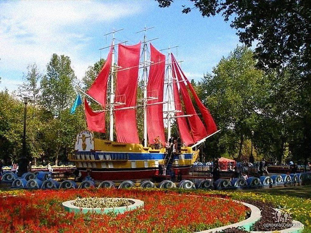 Корабль в городке «Сказка»