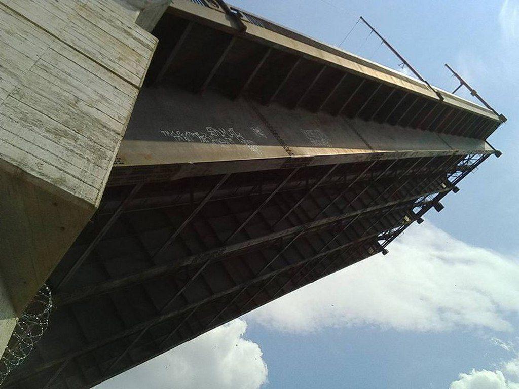 Мост разводится (2)