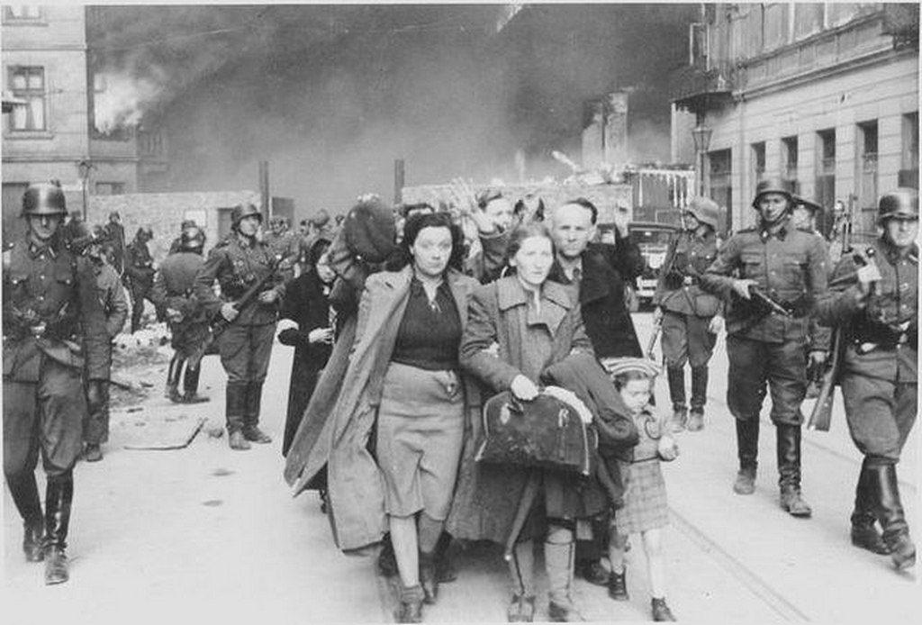 Немцы ведут пленных