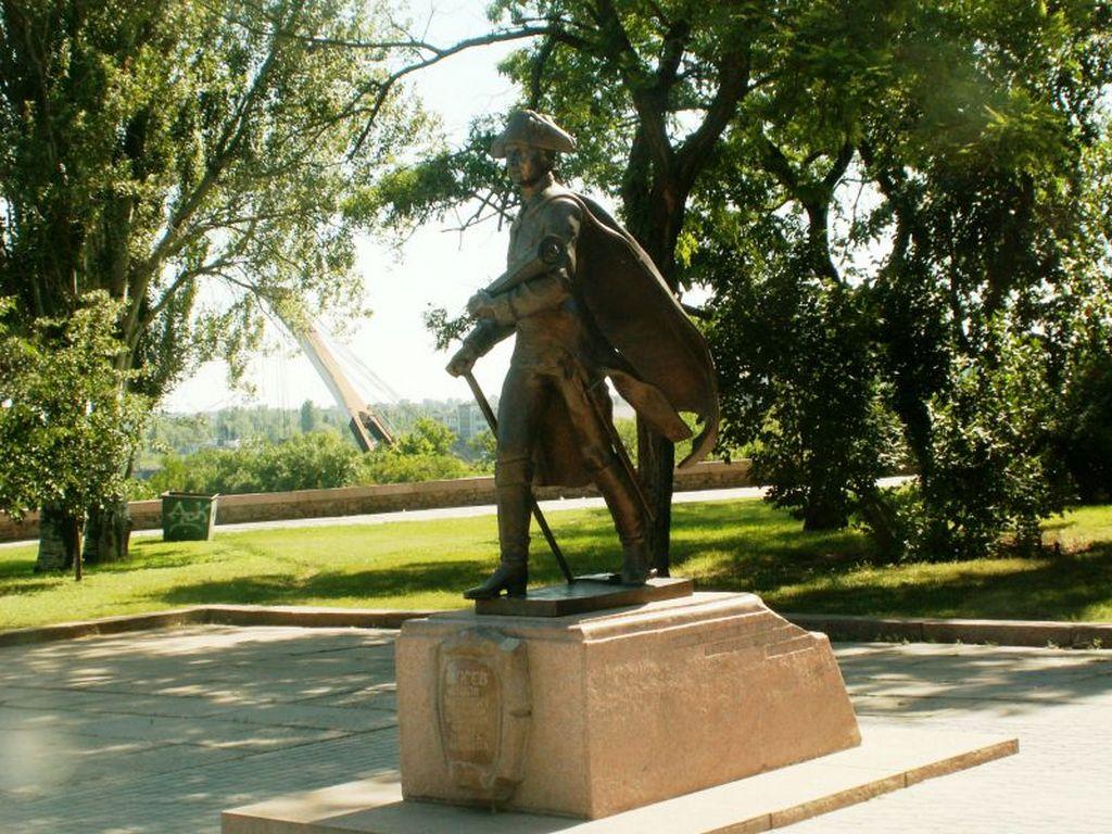 Памятник Фалееву (2)