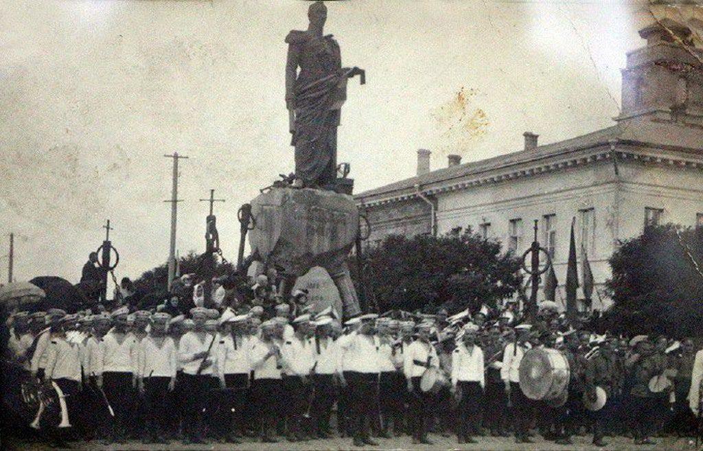 Памятник Грейгу (5)