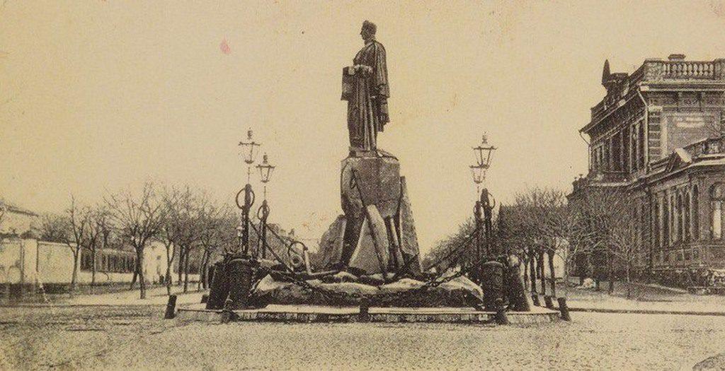 Памятник Грейгу (7)