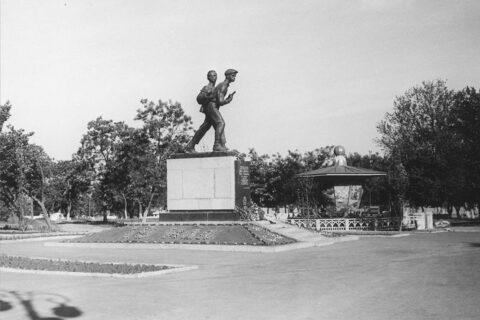 Памятник Коберу и Хоменко (1)