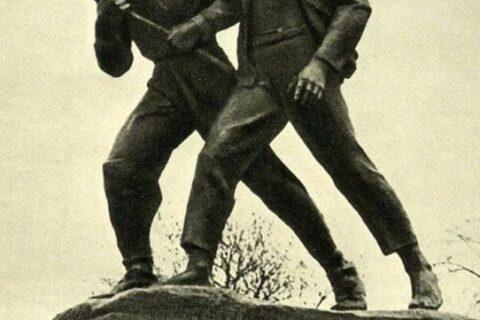Памятник Коберу и Хоменко (2)