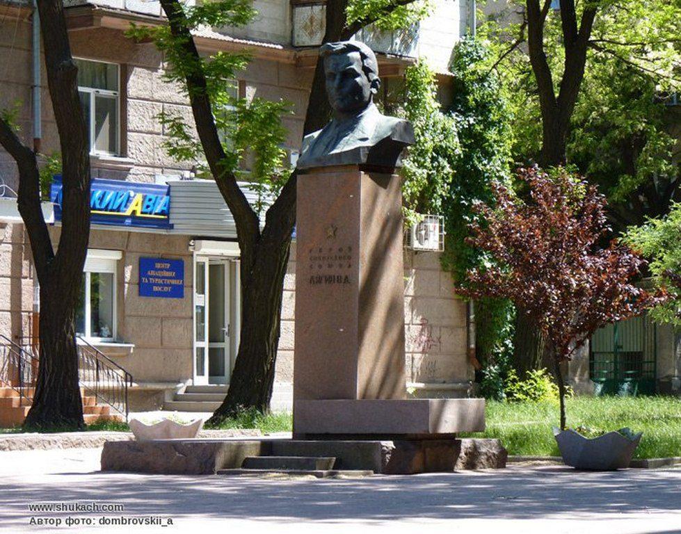 Памятник Лягину