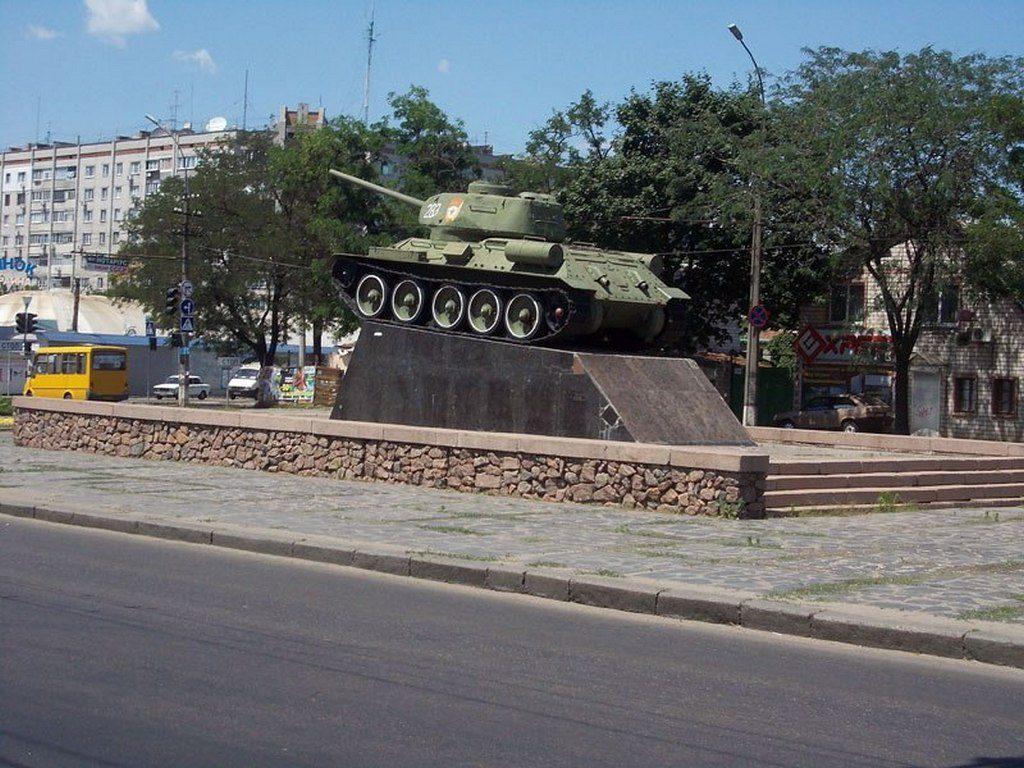 Памятник в виде танка Т-34