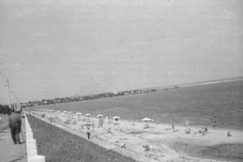 Пляж возле Варваровского моста