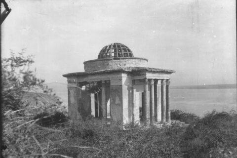 Полуразрушенный дворец Потёмкина