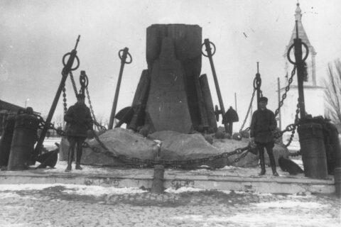 Постамент памятника адмиралу Грейгу
