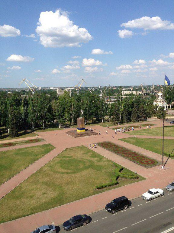 Постамент снесённого памятника Ленину