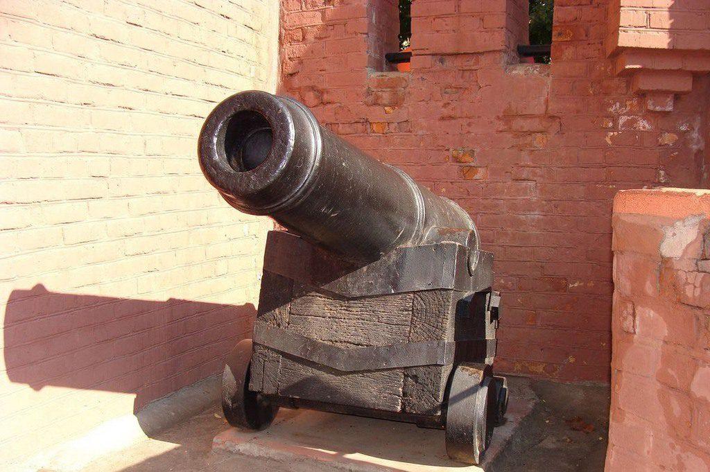Пушка в городке «Сказка»