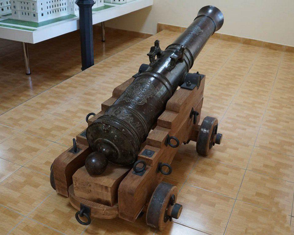Пушка в музее судостроения