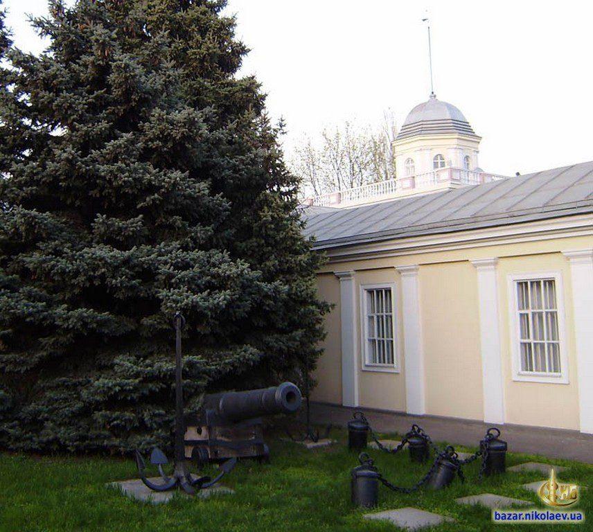 Пушка возле музея судостроения (2)