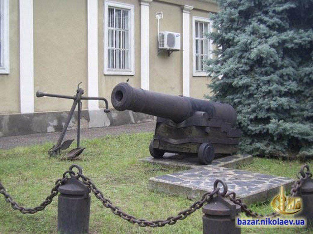 Пушка возле музея судостроения (3)