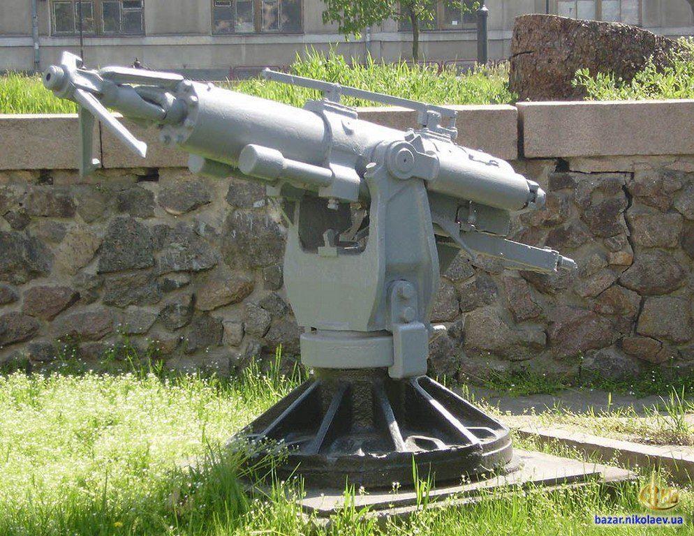 Пушка возле музея судостроения (4)