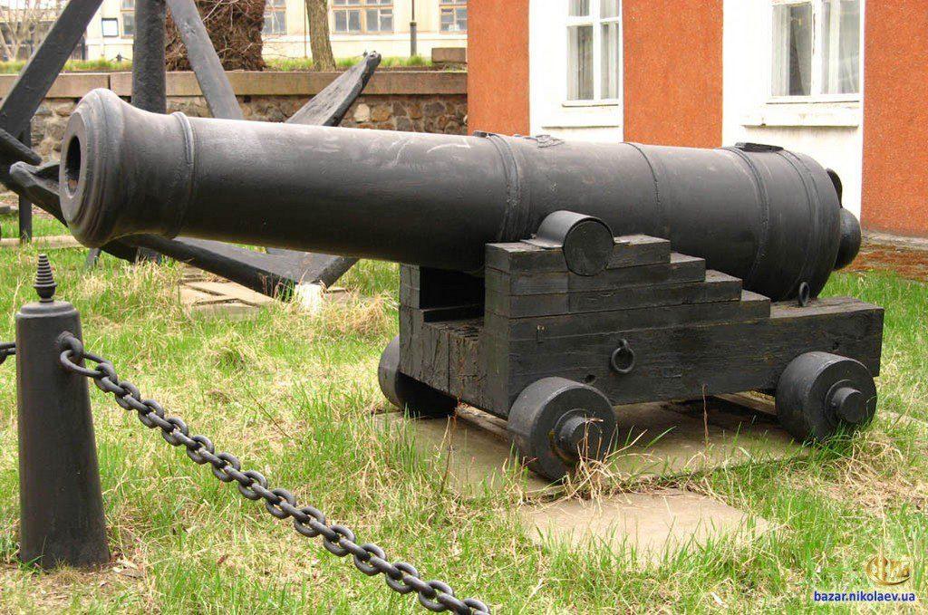 Пушка возле музея судостроения (5)