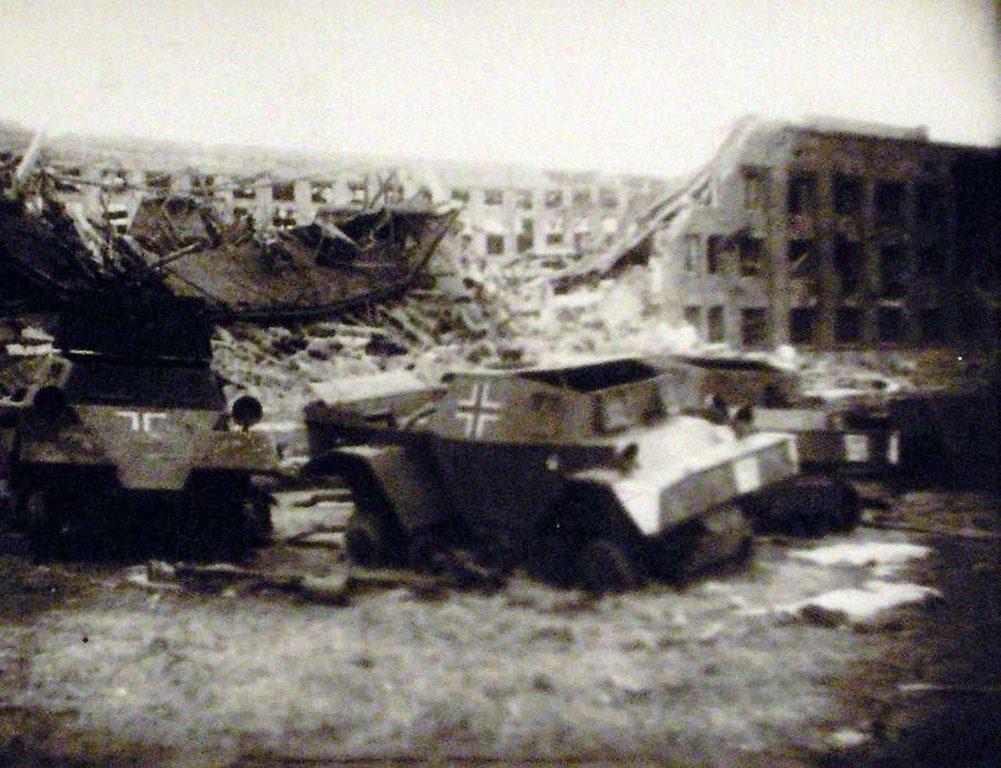 Разбитая немецкая техника на ЧСЗ (1944)