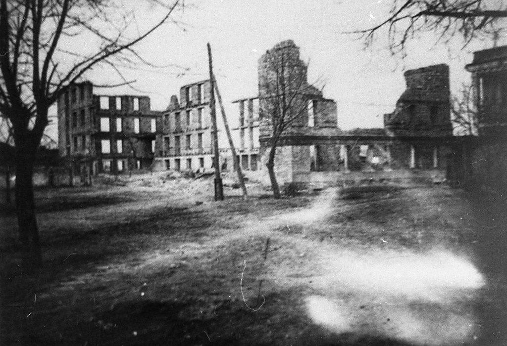 Разрушенный фашистами хлопковый завод
