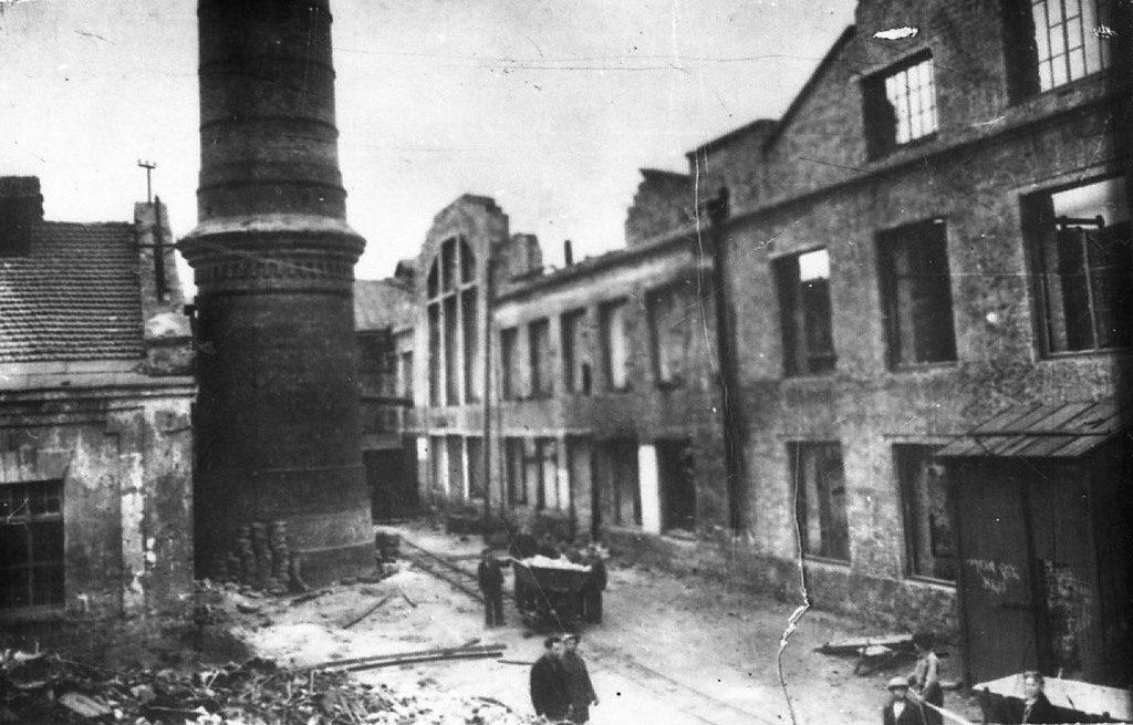 Разрушенный фашистами завод «Дормашина»