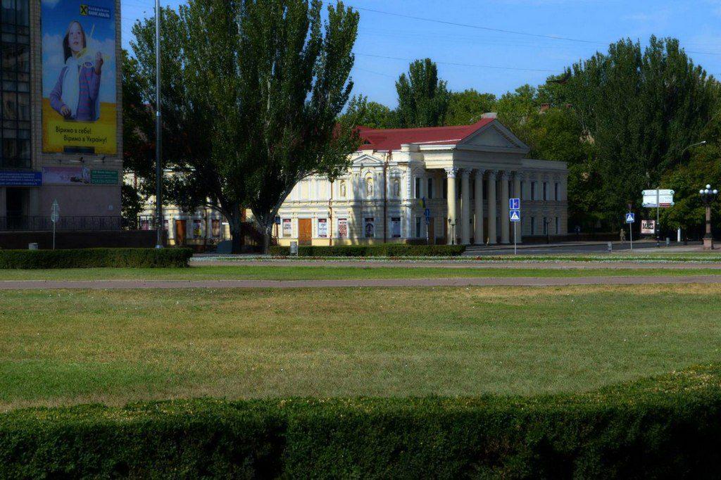 Театр и площадь