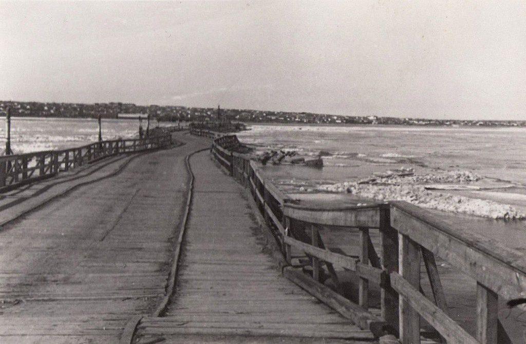 Варваровский мост (1942)
