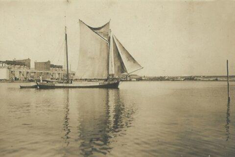 Вид на порт и элеватор
