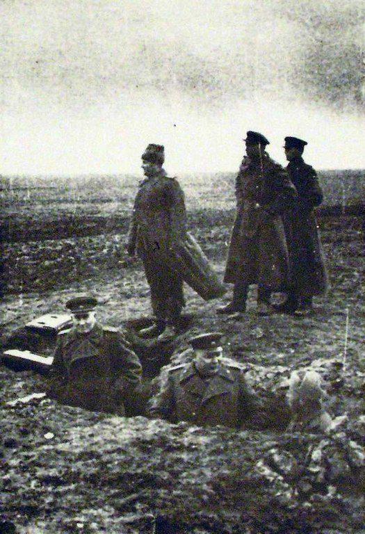 Военные близ Николаева