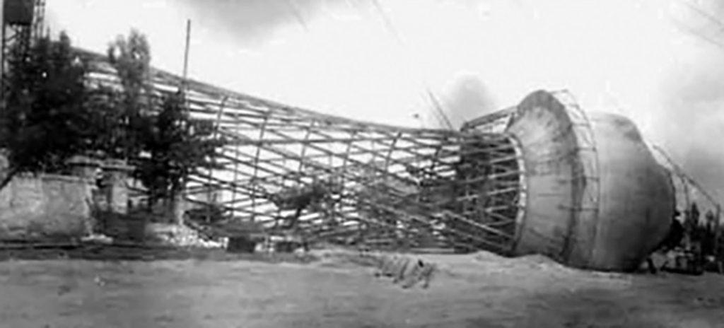 Взорванная немцами водонапорная башня (1)