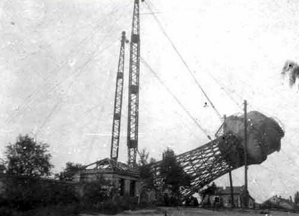 Взорванная немцами водонапорная башня (2)