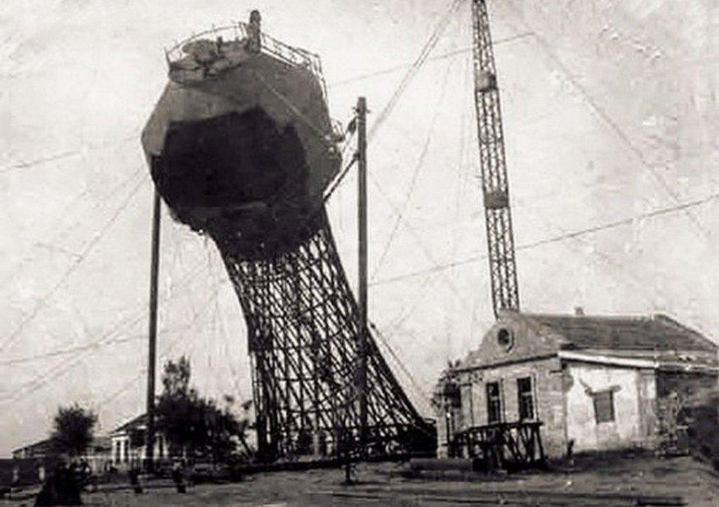 Взорванная немцами водонапорная башня (3)