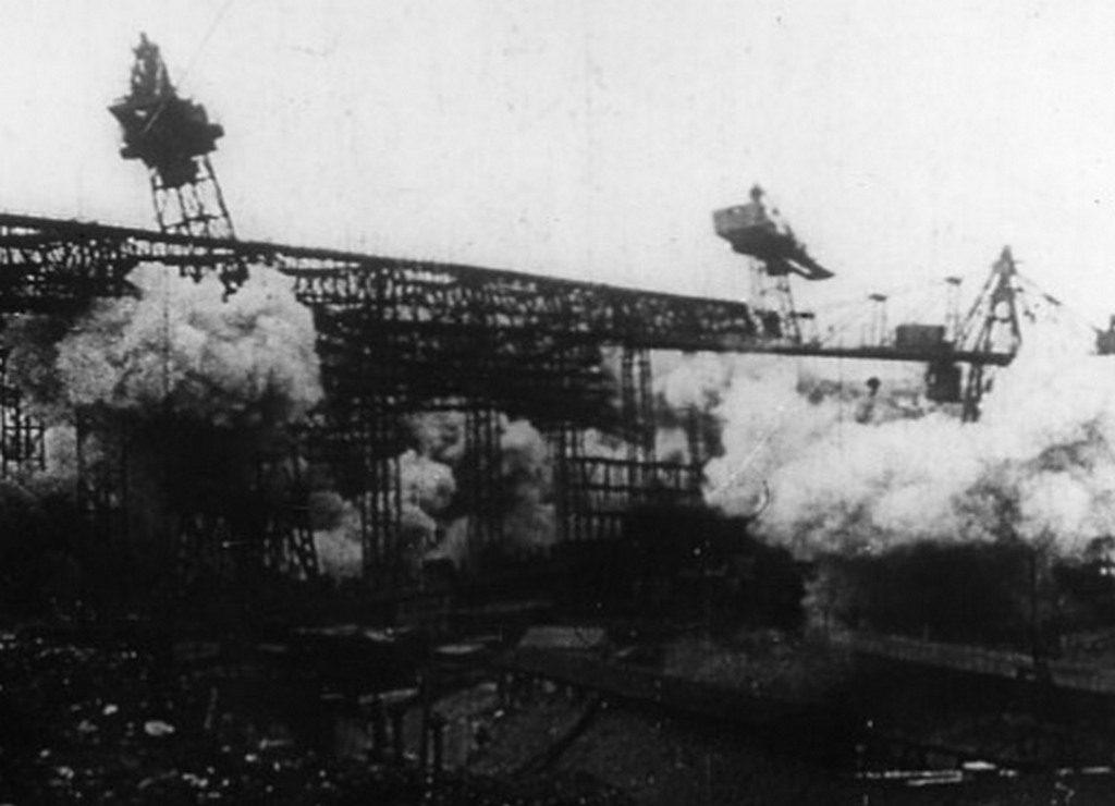 Взрыв стапелей немцами (1944)