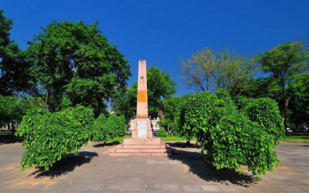 Заброшенный памятник