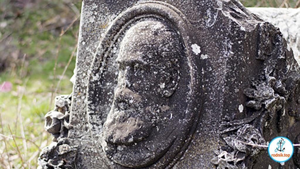 В самой старой могиле Николаева покоится архимандрит