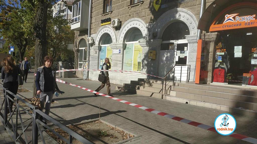 В Николаеве балкон обвалился на магазины