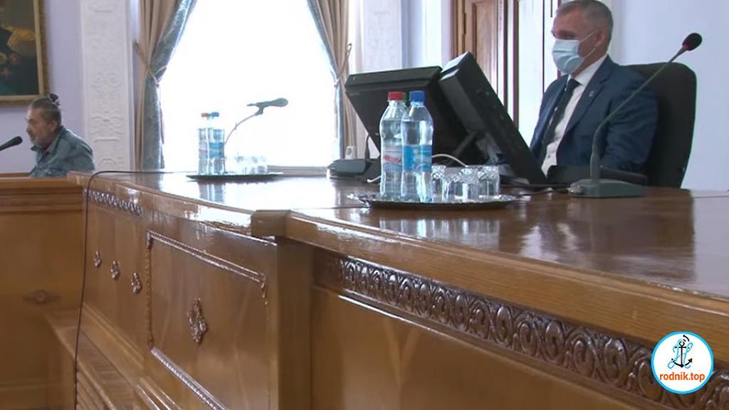 За козлов ответишь: депутаты попросили Сенкевича вести себя культурно