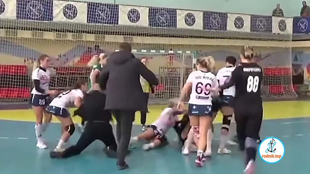Николаевские гандболистки сцепились с соперницами в драке