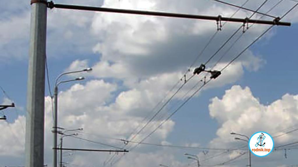 В Корабельном районе ставят опоры для троллейбусной линии
