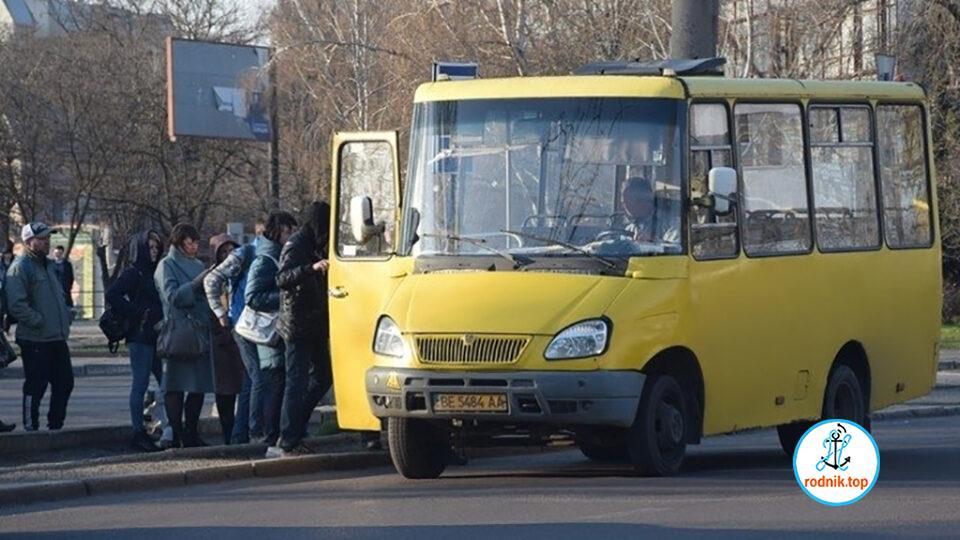В большинстве николаевских маршруток пассажиров пускают без пропусков
