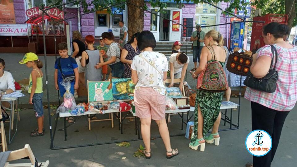 На главной улице Николаева организована благотворительная ярмарка