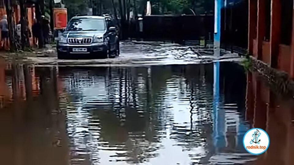 Вода из затопленного дождями Коблево уходит очень медленно
